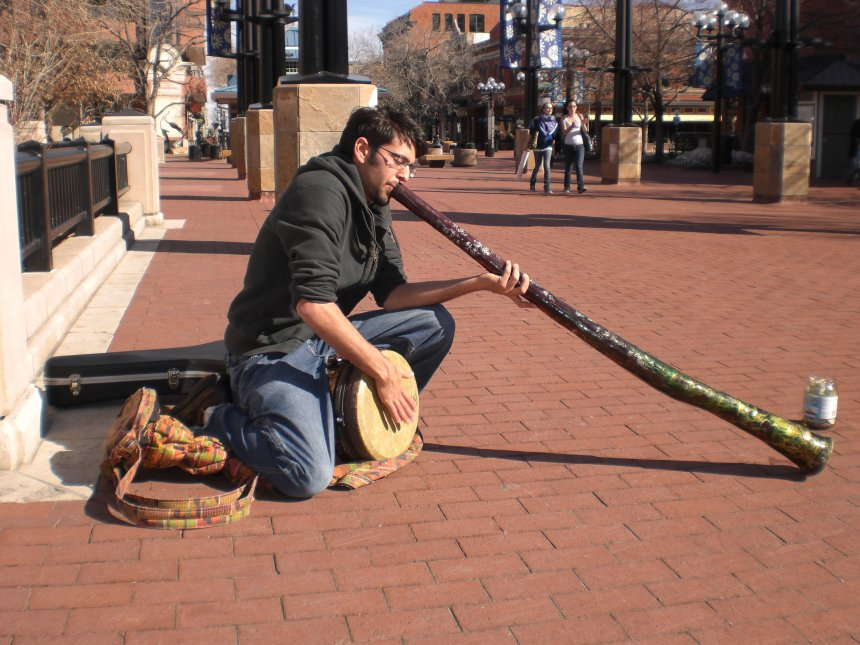 dan_and_his_didgeridoo_at_the_pearl_street_mall_boulder_colorado_02-13-2008.jpg