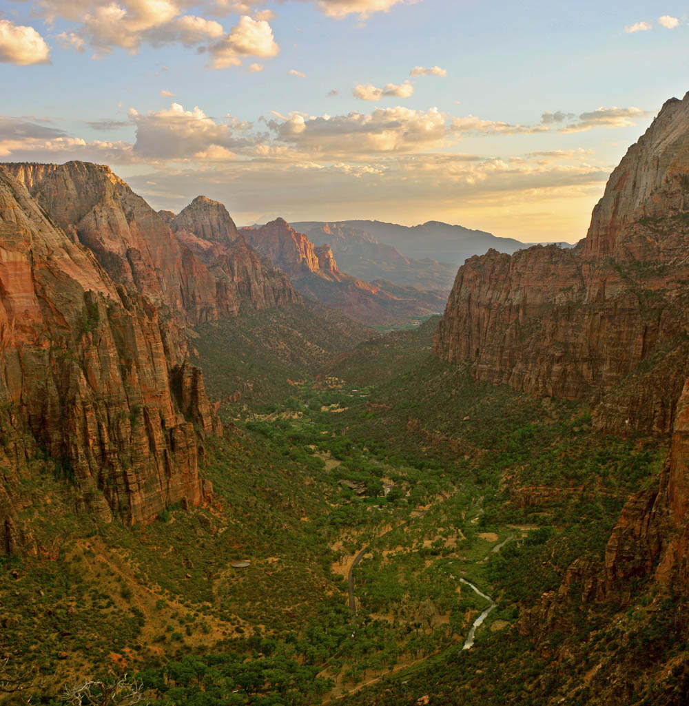 Zion_angels_landing_view.jpg
